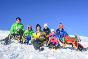 Spass und Gaudi mit den Kindern im Schnee