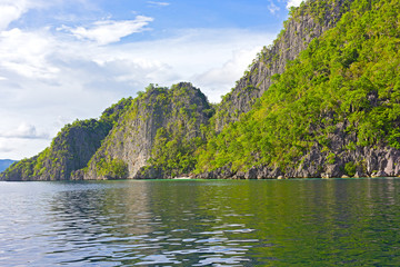 Fototapete - Landscape of Coron Island with a small white sand beach, Philippines. Steep hills on the tropical island