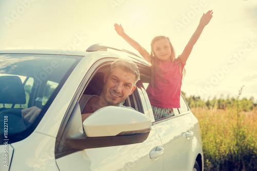 familie f hrt in urlaub mit dem auto stockfotos und lizenzfreie bilder auf bild. Black Bedroom Furniture Sets. Home Design Ideas