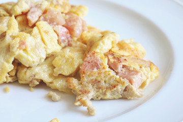 omelette with sour pork