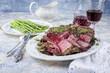 Porterhouse Steak mit grünen Spargel