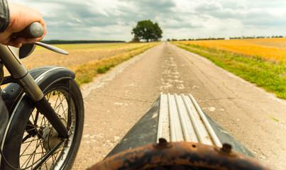 Ausfahrt im Motorrad Oldtimer mit Beiwagen