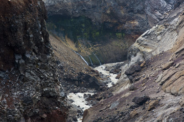 Wilder Gletscherfluss in der kargen Vulkanlandschaft Kamtschatkas - Sibirien - Russland