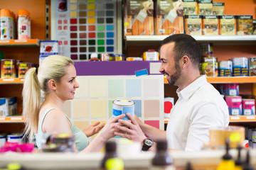 couple selectibg paint color