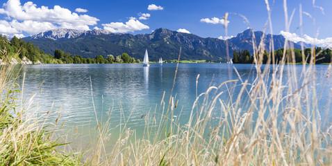 Forggensee im Allgäu mit Tegelberg und Säuling