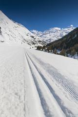 Skispur in den Alpen
