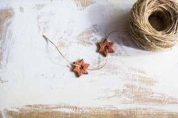 Star-shaped cookies and rope