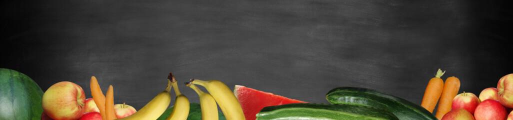 Obst und Gemüse auf Tafel Panorama