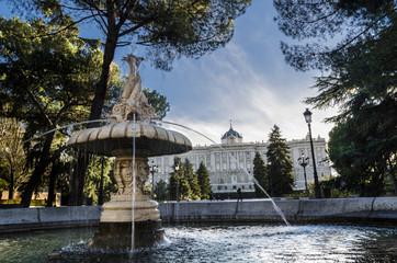 Fuente de los Jardines de Sabatini en Madrid, España.