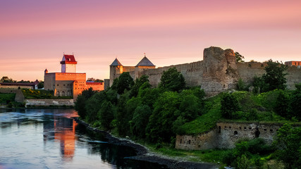 Ivangorod fortress and Castle of Herman Fototapete