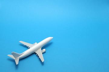 飛行機 模型 ミニチュア 青バック