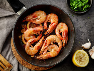 fried prawns on cooking pan