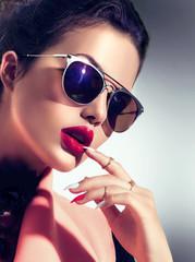 Foto op Canvas Beauty Sexy model girl wearing stylish sunglasses