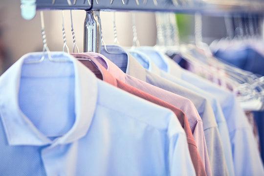 Camicie uomo lavate e stirate
