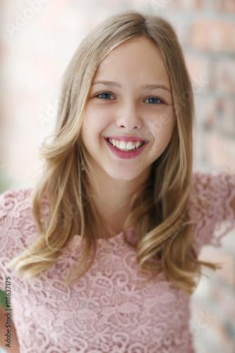 young girl stockfotos und lizenzfreie bilder auf bild 118637175. Black Bedroom Furniture Sets. Home Design Ideas