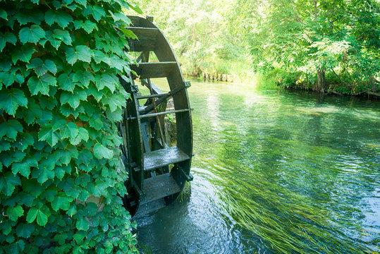 川と水車小屋