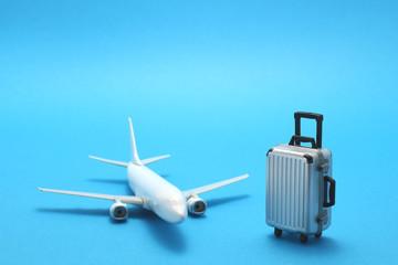 飛行機 スーツケース 模型 ミニチュア 青バック