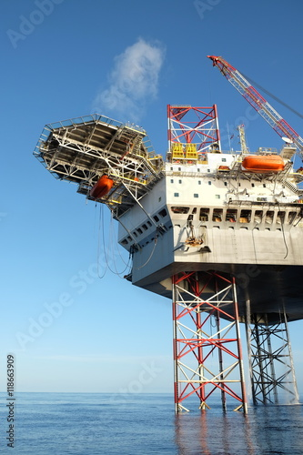 Offshore construction platform for production oil and gas