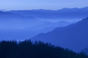 青い山並み