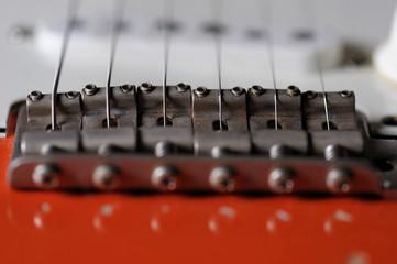 Gitarrensteg, Saiten und Tonabnehmer einer E- Gitarre