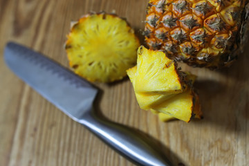 pineapple slices cut knife