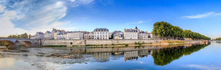 Le quai du Châtelet à Orléans (France)