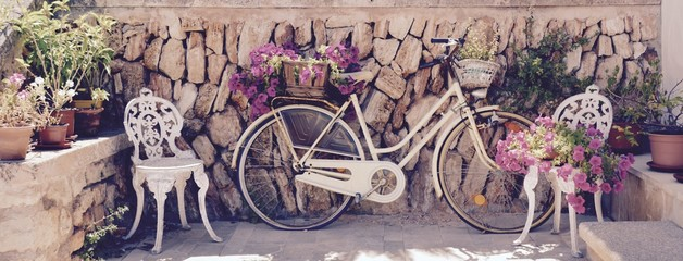 Deurstickers Fiets Grußkarte - altes Fahrrad mit Blumen - Spanien