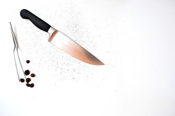 Knive tweezer and pepper