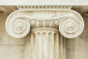 Decorative detail of an ancient Ionic column Fototapete