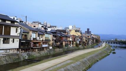 京都・先斗町 冬の鴨川