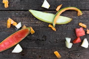 viele stücke verschiedener melonen