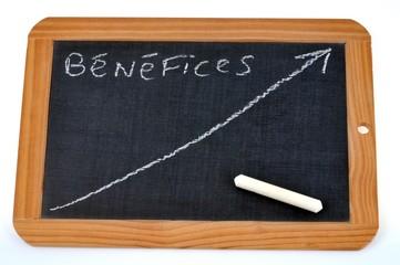 La courbe des bénéfices dessinée sur une ardoise