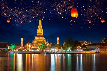 Wall Murals Bangkok Wat arun with krathong lantern, Bangkok Thailand