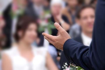 Die Hand des Predigers oder Hochzeitredners