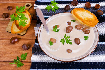 Cream soup of pureed chestnuts