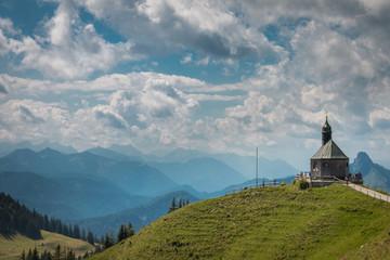 Panorma mit Kapelle auf dem Wallberg am Tegernsee, Bayern, Deuts