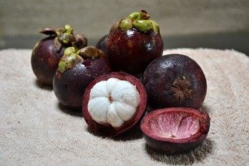 Mangosteen fruit;The fruit of mangosteen is sweet and tangy,juicy,somewhat fibrous.