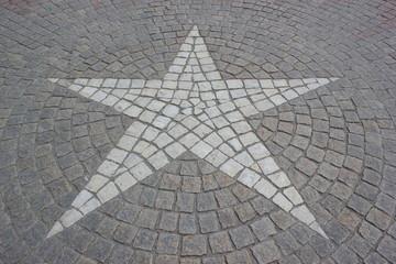 Schweden: Straßenpflaster mit Stern vor dem königlichen Schloss in Stockholm