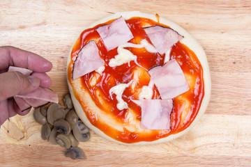 Putting Ham on pizza crust