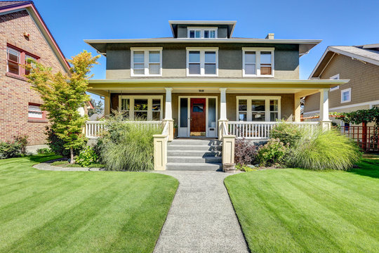Nice curb appeal of American craftsman style house.