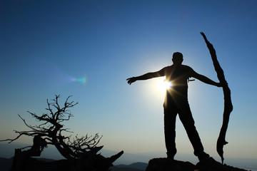 Yüksek Tepelerde Güneşi Karşılamak
