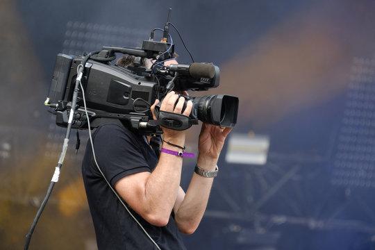 cameraman caméra vidéo filmer hd cadrer tv clip scène musique