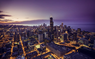 Photo sur Aluminium Chicago Chicago skyline aerial view at dusk