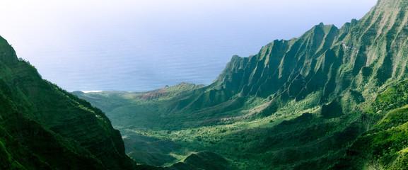 Foto auf Leinwand Himmelblau Panorama of the jagged cliffs in Kalalau Valley on the Na Pali Coast, Kauai, Hawaii