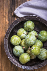 Greengages french plumes