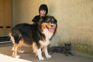 Ritratto di una giovane donna con i suoi animali domestici