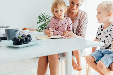 Mom teaches her children to write