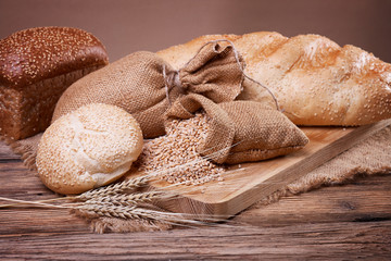 Bread and wheat ears on sacking