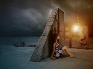 Belle femme assise devant une lanterne magique