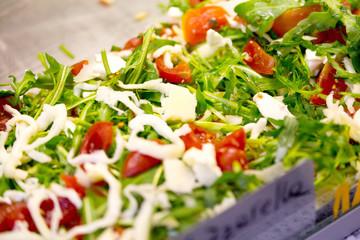 Foto: Arugula, tomato and mozzarella on focaccia bread